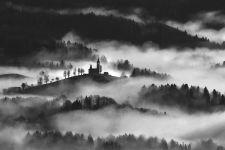 b_250_150_16777215_00_images_stories_fotoskupina_2020_Miljko_Lesjak_Church_and_mists-R2.jpg